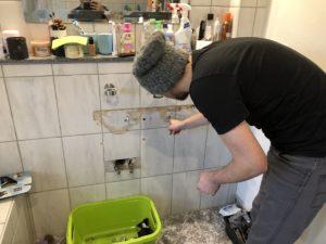 Waschbecken abmontieren